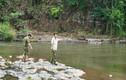 Đi câu cá, 2 cần thủ phát hiện thi thể người dưới khe đá