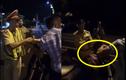 Thanh niên bị tố thúc cùi chỏ làm CSGT bị ngã xuống đường nói gì?