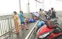 Để lại vợ cùng 3 con nhỏ, tài xế taxi nhảy cầu tự tử