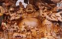 Người dân thích thú với tượng Di Lặc khổng lồ ở hội chợ Tết