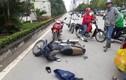 Nam phóng viên dùng xe máy ngăn cản hai tên cướp đang bỏ chạy