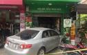 Hà Nội: Nữ xế lái xe đâm thẳng cửa hàng hoa quả