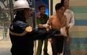 Người đàn ông tự cắt bộ phận sinh dục, đòi nhảy từ tầng 23 xuống đất
