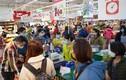 COVID-19: Dân lại đổ xô đi siêu thị mua thực phẩm sau chỉ thị cách ly toàn xã hội