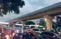 Hà Nội: Nhiều tuyến đường tắc nghẹt trong cơn mưa lớn giờ tan tầm