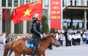 Đoàn cảnh sát cơ động kỵ binh diễu hành trước quảng trường Ba Đình