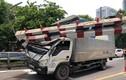 Xe tải móp đầu vì đâm thanh giới hạn chiều cao trên cầu