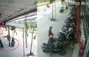 Video: 6 người dàn cảnh trộm xe máy khiến bảo vệ quay cuồng