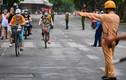 Cảnh sát lập 6 chốt ngăn người dân đạp xe quanh hồ Gươm