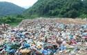 """Phú Thọ: Người dân khốn khổ vì """"sống chung"""" với """"núi rác khổng lồ"""""""