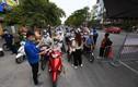 Nhiều chốt kiểm soát Covid-19 ở Hà Nội bị ùn ứ
