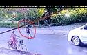 Video: Bé trai bị ô tô cán tử vong do đột ngột băng qua đường