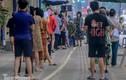 Cận cảnh thần tốc xét nghiệm COVID-19 ngay trên hè phố Hà Nội