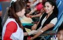 Người đẹp Nguyễn Thị Loan rạng rỡ đi hiến máu