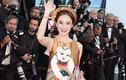 Angela Phương Trinh diện váy lụa thêu tranh Đông Hồ tại Cannes