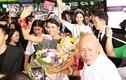 """Hoa hậu Hoàn vũ H'hen Niê gây """"náo loạn"""" khi xuất hiện ở sân bay"""