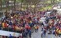 Công nhân Pouchen tràn ra quốc lộ phản đối thang lương mới