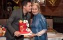 Ca sĩ Quang Dũng tình cảm bên mẹ trong tiệc mừng thọ