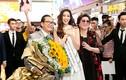 Hoa hậu Khánh Vân khóc trong vòng tay bố mẹ tại sân bay
