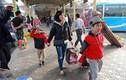 Người dân tay xách nách mang về quê ăn Tết, cửa ngõ Thủ đô Hà Nội tê liệt