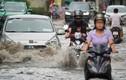 Xe sang Rolls-Royce chết máy sau cơn mưa lớn ở Thảo Điền