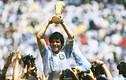 """Sao Việt tiếc thương """"huyền thoại bóng đá"""" Diego Maradona qua đời"""