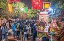Tết Tân Sửu 2021: Phủ Tây Hồ chật kín người dâng lễ