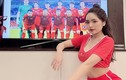 Ngồi nhà xem tuyển Việt Nam, nữ CĐV vẫn gây chú ý vì quá xinh