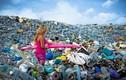 Núi rác gần thiên đường biển Maldives gây sốc