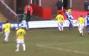 Cầu thủ hạ đo ván nhau ngay trên sân bóng