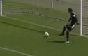 Thủ môn hồn nhiên đá phản lưới nhà ở Serie A
