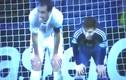 Messi và Godin bắt chước nhau... thở dốc siêu hài