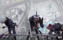 Cảnh công nhân lau kính ở tòa nhà cao nhất thế giới
