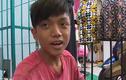 Chàng trai nghèo sửa giày miễn phí trên phố Sài Gòn