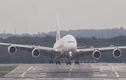 Xem máy bay lớn nhất thế giới đánh vật với gió