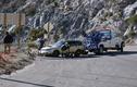Kinh hoàng ô tô rơi xuống vực vì tài xế mải quay phim