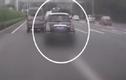 Kinh hãi cảnh tài xế liên tục đánh võng trên cao tốc