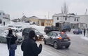 Khiếp đảm cảnh ô tô lao dốc trên đường đóng băng