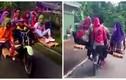 Cảnh xe máy kẹp 9 ở Indonesia gây thót tim