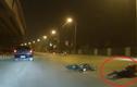 Đôi nam nữ ôm nhau ngã lăn lộn sau tai nạn vì chạy ẩu