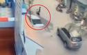 Kinh hoàng clip xe Camry tông 3 người tử vong