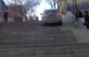 Xe BMW leo cầu thang dành cho người đi bộ