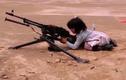Bé gái 4 tuổi bắn súng cối, súng máy hạng nặng gây sốc