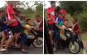 Thót tim cảnh xe máy chở 8 người bon bon trên đường