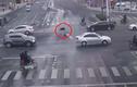 Đáng sợ cảnh bỏ mặc người bị tai nạn nằm chờ chết giữa đường