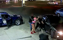 Clip: Mâu thuẫn cá độ, nữ tặc rút súng bắn chủ nợ