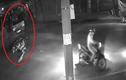 Clip xe máy kẹp 4 phóng ẩu, tông trực diện xe tải trong đêm