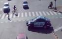 Cảnh giao thông hỗn loạn một cách có trật tự khó tin nhất quả đất