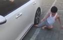 Thanh niên lấy chân mình lót đường cho ô tô và cái kết thảm