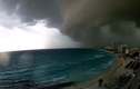 Đám mây đen khổng lồ sa sầm xuống mặt đất như tận thế